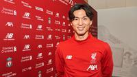 Takumi Minamino resmi dikenalkan Liverpool, Kamis (19/12/2019). (Bola.com/Dok. Liverpool)