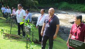 Penanaman pohon oleh para menteri TIK kawasan ASEAN di acara TELMIN ke-18 di Ubud, Bali. Liputan6.com/ Andina Librianty