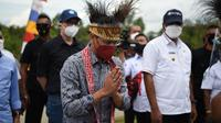 Nadiem Makarim saat melakukan kunjungan kerja ke ke Kabupaten Sorong dan Kota Sorong, Papua Barat. (foto: dokumentasi Mendikbud).