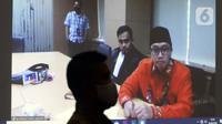 Terdakwa mantan Menpora Imam Nahrawi saat sidang pembacaan pledoi atau pembelaan secara online di Gedung KPK, Jakarta, Jumat (19/6/2020). Sebelumnya, Imam Nahrawi dituntut 10 tahun penjara dan denda Rp 500 juta subsider 6 bulan kurungan terkait dugaan suap dana hibah KONI. (merdeka.com/Dwi Narwoko)