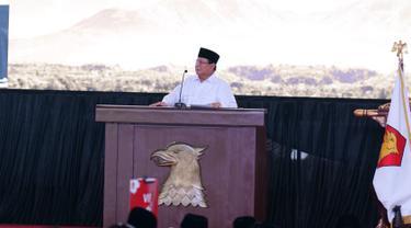 Ketum Partai Grindra Prabowo Subianto memberikan pidato politik pada Rapimnas Partai Gerindra di Hambalang, Kabupaten Bogor, Jawa Barat, Rabu (16/10/2019). Agenda ketiga, panduan teknis kegiatan jangka pendek dan jangka panjang Partai Gerindra 2019-2024.  (Liputan6.com/Herman Zakharia)
