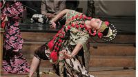 Penari Topeng Losari tak hanya sekedar meliukkan gerakan tubuh, para penari memaknai setiap gerakan adalah bagian dari doa. Foto (Liputan6.com / Panji Prayitno)