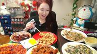 Wanita Ini Raup Rp 67,3 Juta per Bulan dari Makan di Internet