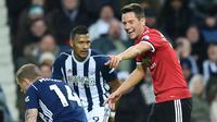 Gelandang Manchester United, Ander Herrera, mengirim sindia via ucapan Natal kepada Gary Neville. (AFP/Oli Scarff)
