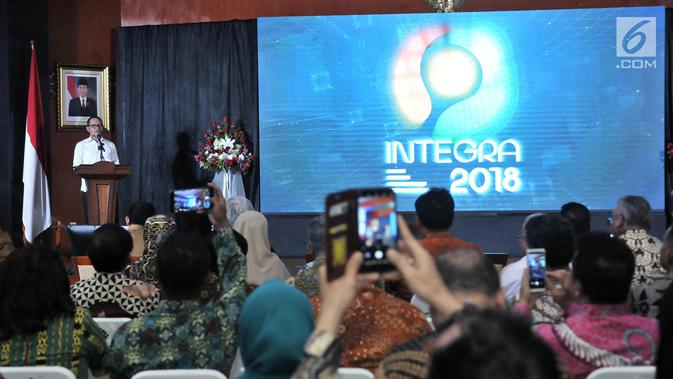 Menteri Ketenagakerjaan Hanif Dhakiri memberi sambutan dalam Indeks Pembangunan Ketenagakerjaan (INTEGRA) 2018 di Kantor Kemnaker, Jakarta, Senin (19/11). Penghargaan diberikan kepada 13 pemerintah daerah dari 19 kategori. (Merdeka.com/Iqbal Nugroho)