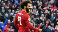 Gelandang Liverpool, Mohamed Salah, merayakan gol yang dicetaknnya ke gawang Watford pada laga Premier League di Stadion Anfield, Liverpool, Sabtu (14/12). Liverpool menang 2-0 atas Watford. (AFP/Paul Ellis)