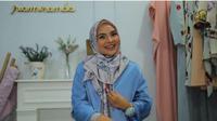 Tutorial Hijab Satin Formal Tutorial untuk Gaya Kasual Selama Ramadan. (foto: Vidio.com/Liputan6.com)
