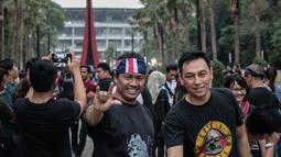 Penonton memadati Konser Guns N' Roses di Stadion Gelora Bung Karno, Jakarta, Kamis (8/11). Diperkirakan, 50 ribu orang akan menikmati konser Guns N' Roses di Jakarta. (Liputan6.com/Faizal Fanani)