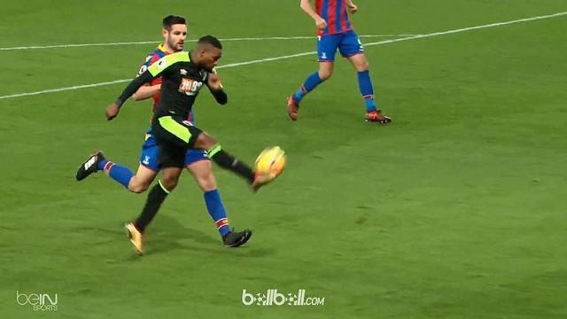 Berita video Jermain Defoe mencetak gol indah pada laga Crystal Palace vs Bournemouth di Premier League. This video presented by BallBall.