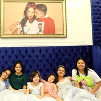Ussy Sulistiawaty berkumpul bersama keluarga (Instagram/ussypratama)