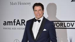 Selain diduga sebagai gay, aktor John Travolta juga pernah dituduh melakukan pelecehan seksual terhadap sesama pria. (AFP PHOTO/Alberto PIZZOLI)