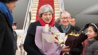 PM Inggris Theresa May dan suaminya, Philip May, tiba di Beijing - AFP