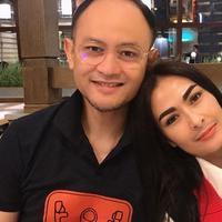 Iis Dahlia dan suami (Sumber: Instagram/isdadahlia)