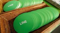Logo Line di kantor pusat LINE di Jepang, 2 Juni 2016. LINE dikembangkan oleh perusahaan Jepang bernama NHN Corporation. LINE pertama kali dirilis pada Juni 2011 dan mulanya hanya dapat digunakan pada sistem iOS dan Android. (REUTERS/Toru Hanai)