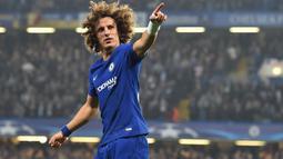1. David Luiz - Memiliki masalah pribadi dengan Conte membuatnya tak mendapatkan tempat di skuad utama The Blues. Terlebih lagi Luiz acap kali mengalami cedera yang membuatnya kalah bersaing. (AFP/Glyn Kirk)