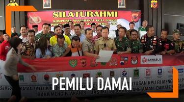 Perwakilan TKN dan BPN melakukan deklarasi damai di Bogor, Jawa Barat. Dalam deklarasi sepakat untuk mengawal hasil Pemilu 2019 dan menunggu hasil real count dari KPU.