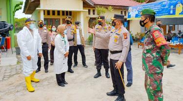 Pengecekan oleh kepolisian di posko PPKM mikro di Pekanbaru beberapa waktu lalu.