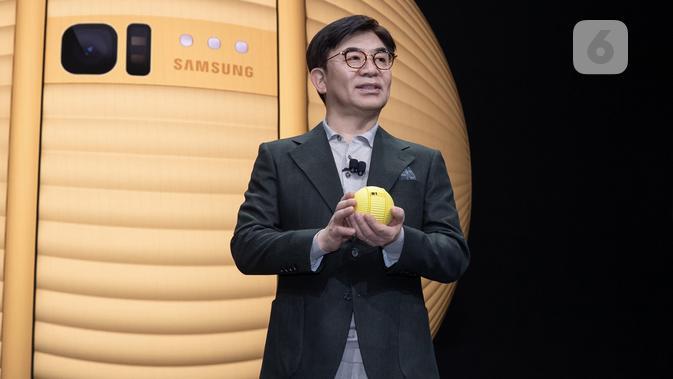 Samsung Consumer Electronics President dan CEO, H.S. Kim, memperkenalkan Ballie. (Liputan6.com/ Dyah Puspita Wisnuwardani)