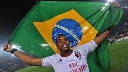2. Robinho - Sempat kesulitan menggantikan peran Ronaldinho sebelum akhirnya mampu adaptasi dengan baik. Menjadi pemain yang kerap memecah kebuntuan terbukti dari koleksi 12 golnya. (AFP/Alberto Pizzoli)