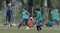 Pemain Timnas wanita Indonesia, saat seleksi pemain di Lapangan Sawangan, Depok, Selasa (6/3/2018). 40 pemain mengikuti Seleksi untuk Asian Games dan Piala AFF Wanita 2018. (Bola.com/M Iqbal Ichsan)