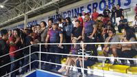 Maria Ozawa kembali menonton laga Timnas Indonesia U-22 kontra Vietnam di Stadion Rizal Memorial, Manila, Minggu (1/12/2019). (Bola.com/Zulfirdaus Harahap)