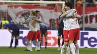 Para pemain Salzburg merayakan kemenangan usai kalahkan Lazio  pada leg kedua Liga Europa di Red Bull Arena, Austria, (12/4/2018). Salzburg lolos ke semifinal dengan agregat gol 6-5. (AP/Kerstin Joensson)