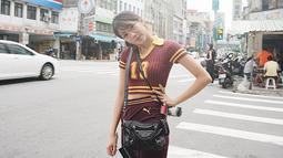 Shanju merupakan gadis kelahiran Solo, 27 Juni 1998 silam. Artinya, dirinya kini baru berusia 21 tahun. Shanju merupakan angkatan pertama JKT48 bersama dengan Melody dan Nabilah. Di usianya yang terbilang muda, Shanju sudah malang melintang di industri hiburan Tanah Air. (Liputan6.com/IG/@shanju)