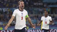 Selebrasi pemain Inggris, Harry Kane usai menjebol gawang Ukraina dalam pertandingan perempat final Piala Eropa 2020 di Olimpico stadium, Minggu (4/7/2021). (Foto: AP/Pool/Alessandro Garofalo)