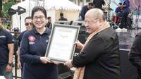 Kemenkes meraih penghargaan Museum Rekor Dunia Indonesia (MURI) pada perayaan puncak Hari Kesehatan Nasional (HKN) ke-54 di Jakarta, Minggu (18/11/2018). (Foto: dok. Biro Humas Kemenkes RI)