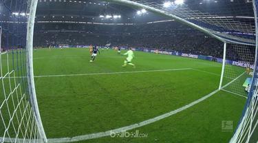Breel Embolo mencetak gol mudah saat Schalke berhadapan dengan Hoffenheim. This video is presented by Ballball.
