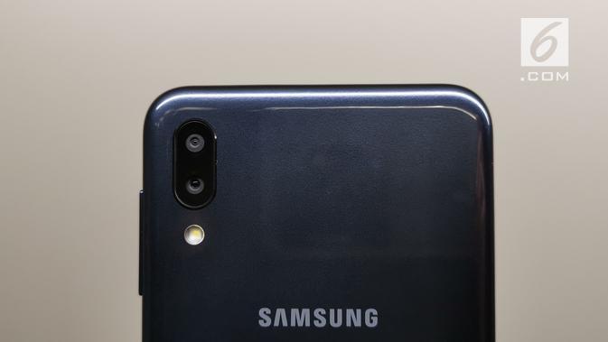 Dual kamera milik Galaxy M10. (Liputan6.com/ Andina Librianty)