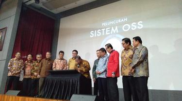 Menteri Koordinator bidang Perekonomian, Darmin Nasution resmi meluncurkan sistem perizinan terintegrasi secara elektronik (online single submission/OSS) di Jakarta. Foto: Merdeka.com/Anggun P Situmorang.
