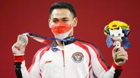 Eko Yuli Irawan - Atlet senior ini sukses menambah pundi-pundi medali lewat angkat besi kelas 61 kg putra. Eko yang takluk dari musuh bebuyutannya, Li Fabin (China) harus puas meraih medali perak di Olimpiade Tokyo 2020. (Foto/AP/Luca Bruno)