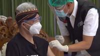 Ganjar Pranowo hari ini, Kamis (14/1/2021) menjalani suntik vaksin Covid-19 Sinovac pertama di Jawa Tengah. (Liputan6.com/ Pemprov Jateng)
