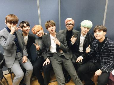 BTS adalah satu grup idol Korea Selatan yang populer. Bahkan kepopuleran grup asuhan Big Hit Entertainment ini sudah mendunia. Tentu saja hal ini membuat orang penasaran dengan rahasia kesuksesan BTS. (Foto: Soompi.com)