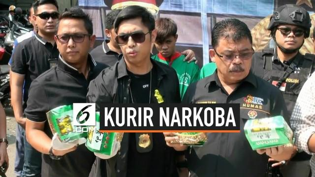 Satuan Narkoba Polres Metro Jakarta Barat menangkap 4 kurir narkoba jaringan internasional.