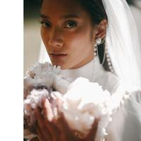 Tara Basro tampil anggun dengan gaun pengantin putih satin di hari pernikahannya (Foto: instagram/tarabasro)