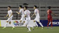 Selebrasi bek Timnas Vietnam U-22, Doan Van Hau usai mencetak gol ke gawang Timnas Indonesia U-22. (Bola.com/Muhammad Iqbal Ichsan)