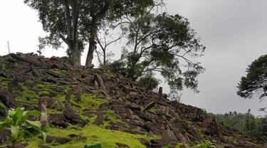 Batuan yang terdapat di Gunung Padang Cianjur bisa mengeluarkan suara seperti alat musik.