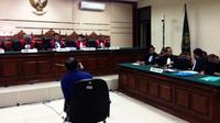 Terdakwa Dahlan Iskan menghadiri sidang lanjutan kasus dugaan korupsi pelepasan aset PT PWU di Pengadilan Tipikor Surabaya. (Liputan6.com/Dian Kurniawan)