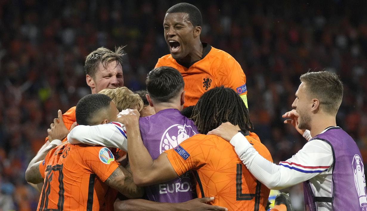 Belanda sukses mengamankan tiga poin pada laga perdana mereka di Grup C Euro 2020 lewat pertandingan sengit melawan Ukraina. De Oranje keluar sebagai juara dengan skor 3-2. (Foto: AP/Pool/Peter Dejong)