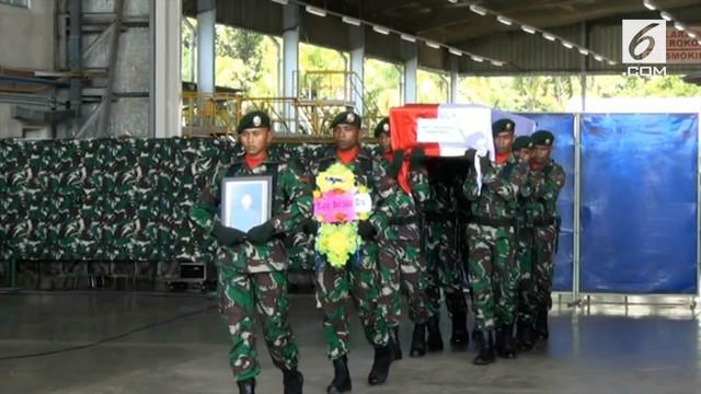 Panglima TNI dan Wakapolri melepas jenazah Sertu Anumerta Handoko. Jenazah diterbangkan ke Sorong untuk diserahkan kepada pihak keluarga. Anggota Yonif 755 ini menjadi korban saat kelompok kriminal bersenjata menyerang Pos Mereka di Nduga.