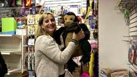 Seorang wanita di kota New York memborong seluruh mainan di dalam suatu toko untuk menyumbangkannya kepada anak-anak jalanan. Wow.