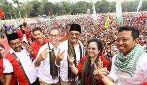 Pasangan Djarot Saiful Hidayat-Sihar Sitorus bersama Ketum PDIP Megawati Soekarnoputri dan Ketum PPP Romahurmuziy (Liputan6.com/Reza Efendi)