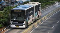 Bus Transjakarta melintas di Jalan MH Thamrin, Jakarta, Senin (24/7). Pemprov DKI Jakarta menyiapakan layanan bus Transjakarta gratis mulai 1 Agustus hingga 15 September 2018. (Liputan6.com/Faizal Fanani)