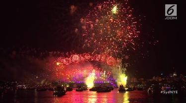 Perayaan Tahun Baru 2019 di Australia dipusatkan di Sydney Harbour. Warga dihibur dengan parade kembang api memukau.