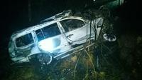 Mobil Pajero Sport terbakar setelah menabrak pipa air PT Chevron Pasifik Indonesia dan menyebabkan satu penumpang meninggal dunia. (Liputan6.com/Dok Polres Siak/M Syukur)