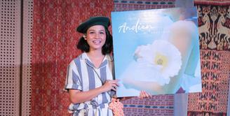 Penyanyi jazz Andien baru saja merilis album barunya. Dalam album berjudul Metamorfosa tersebut, Andien ingin berkarya secara jujur. 11 lagu disuguhkan dalam albumnya kali ini. (Adrian Putra/Bintang.com)