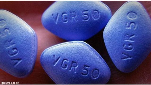 Kabar baik untuk pria yang memiliki masalah disfungsi ereksi. Badan Pengawas Obat dan Makanan Amerika (FDA) belum lama ini menyetujui obat generik pertama untuk impotensi, atau dikenal dengan kandungan sildenafil citrate.