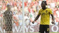 Striker Belgia, Michy Batshuayi, merayakan gol yang dicetaknya ke gawang Tunisia pada laga grup G Piala Dunia di Stadion Spartak, Moskow, Sabtu (23/6/2018). Belgia menang 5-2 atas Tunisia. (AP/Matthias Schrader)
